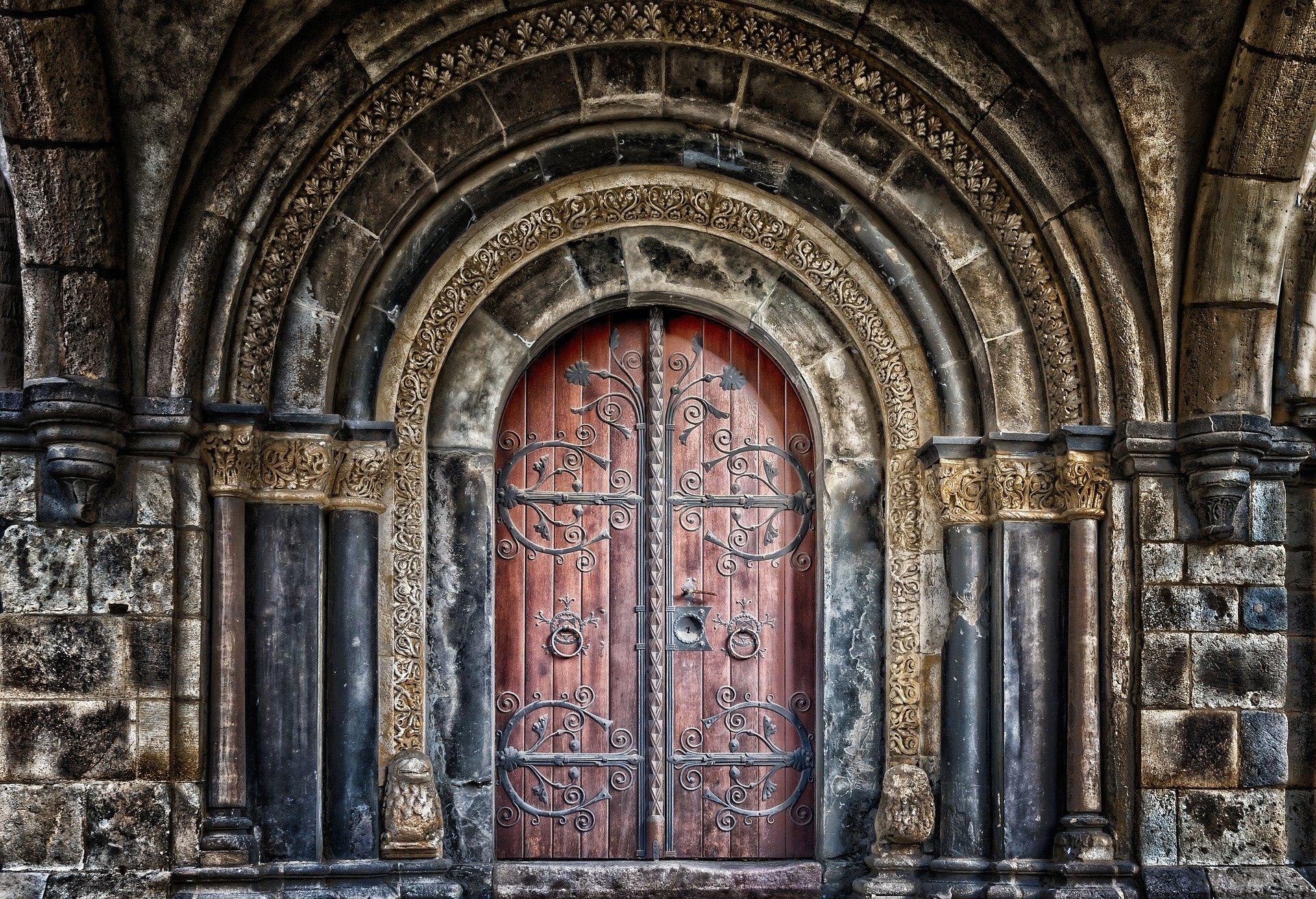 Dziesięć tysięcy drzwi – Alix.E. Harrow